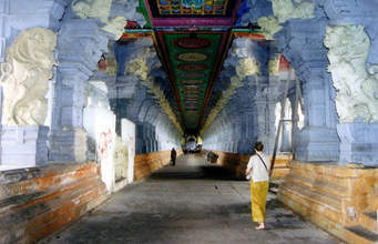 http://www.keralatour.co/images/media/media_images/rameswaram_resized_temple12323.jpg